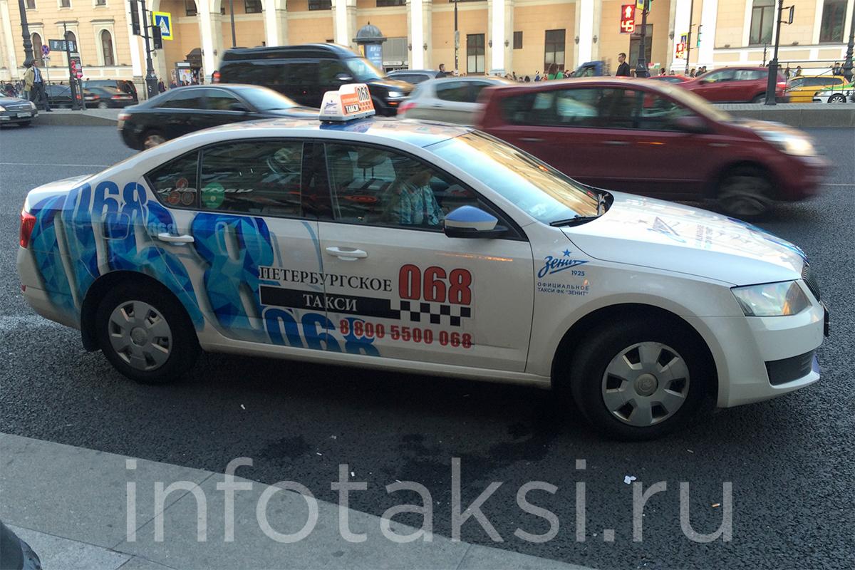 Автомобиль Skoda Octavia петербургского такси 068